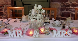 J & G Mr & Mrs Top Table web